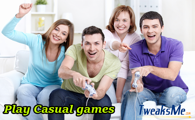 play-casual-games-on-smartphone